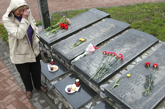 Мемориал погибшим чернобыльцам. Фото: ANATOLII STEPANOV/AFP/Getty Images