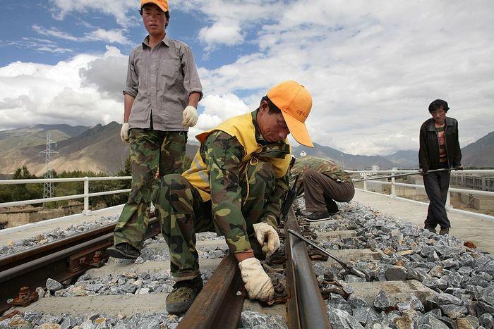 Строительство китайской железной дороги. Фото: Paula Bronstein/Getty Images