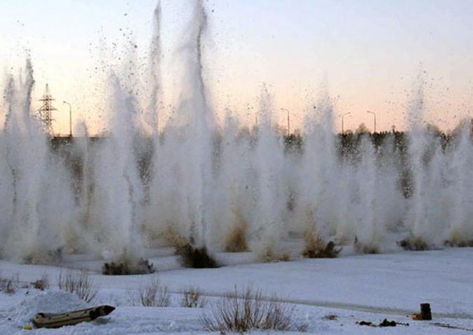 Взрывные работы по устранению заторов льда. Фото: mil.ru/CC BY 4.0