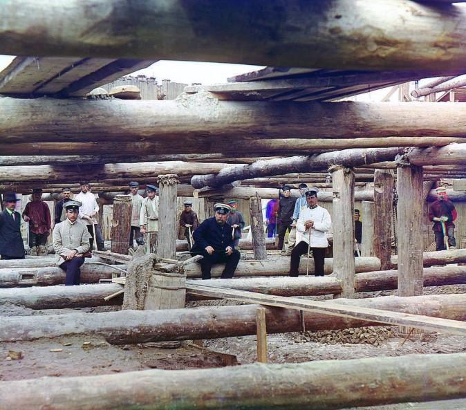 Подготовка к заливке бетонного фундамента для плотины через Оку, на юго-востоке от Москвы, недалеко от небольшого городка Дединова, 1912 г. Фото: Сергей Прокудин-Горский/LOC