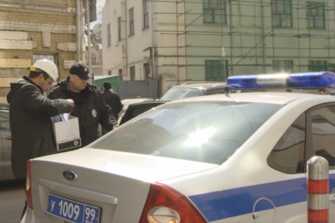 Полицейские проверяют разрешения на снос Таганской АТС. Скриншот youtube/У Студия