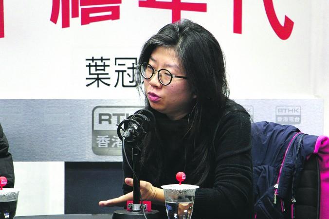 Кэндис Чун Муй-нгам, представительница группы Artists Action, заявила, что власти не дали внятного объяснения вмешательству департамента культуры Гонконга. Фото: Kirri Choi/The Epoch Times