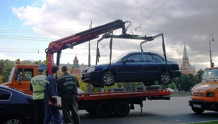 В Москве на 5 суток арестован водитель, препятствующий эвакуации машины