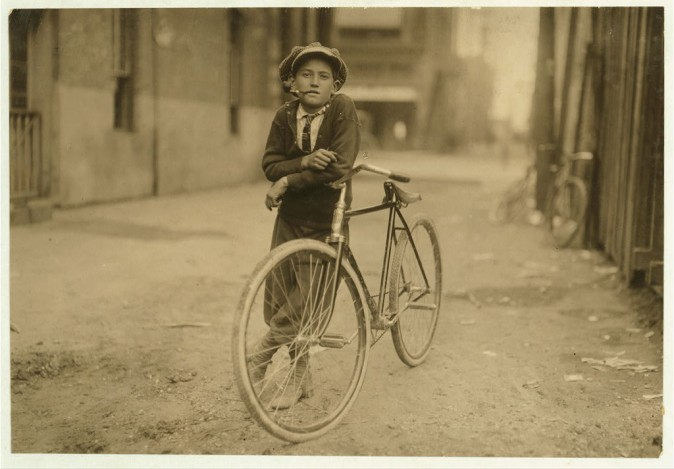 Разносчик телеграмм, 15 лет. Вако, штат Техас, сентябрь 1913 г. Фото: L.W. Hine/LOC