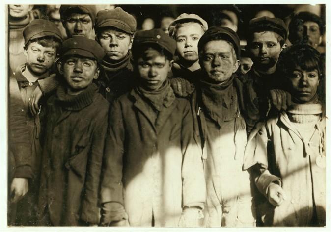 Маленькие добытчики угля. Самый младший мальчик Анджело Росс. Пенсильвания, январь 1911 г. Фото: L.W. Hine/LOC