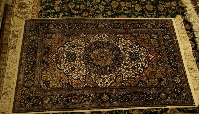 Где купить ковёр на пол в Москве?