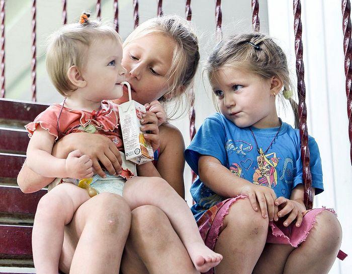 Более 80% бедных россиян — это семьи с детьми