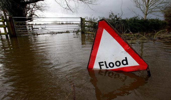 Глобальное потепление приводит к наводнениям по всему миру (видео)