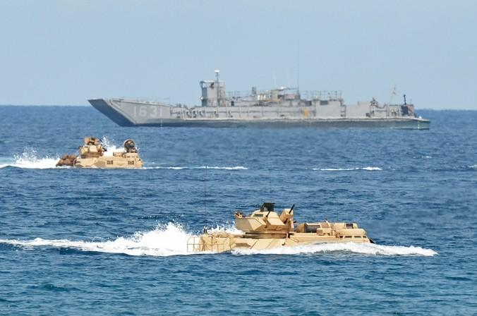 США патрулируют спорные территории в Южно-Китайском море. Фото: TED ALJIBE/AFP/Getty Images