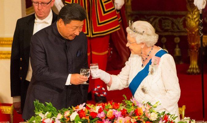 Китайская газета обвинила Великобританию в «варварстве» после критических замечаний королевы