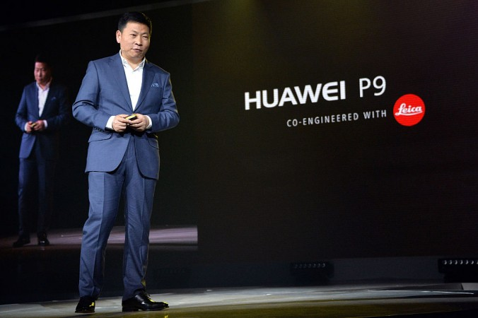 Ричард Юй, генеральный директор телекоммуникационной компании Huawei, посещает презентацию нового смартфона P9 6 апреля 2016 г. P9 ― практически полная копия айфона. Фото: Anthony Harvey/Getty Images for Huawei