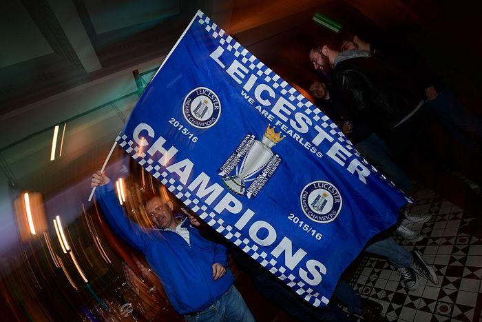 Впервые «Лестер» выиграл чемпионат Англии по футболу. Фото: LEON NEAL/AFP/Getty Images