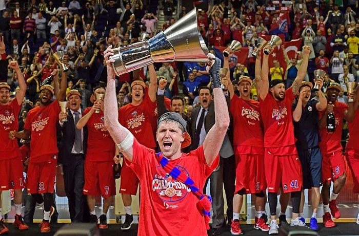 ЦСКА выиграл финал Евролиги 2016 в матче с турецким «Фенербахче». Фото: JOHN MACDOUGALL/AFP/Getty Images