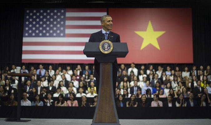 Китайцы не поверили, что Обама ел дешёвую лапшу в обычном вьетнамском ресторане