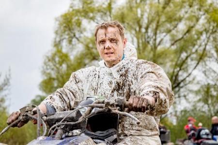 Иван Турчин, один из победителей гонок на квадроциклах « Князи по грязи» около Рязани. Фото: Сергей Лучезарный/Великая Эпоха