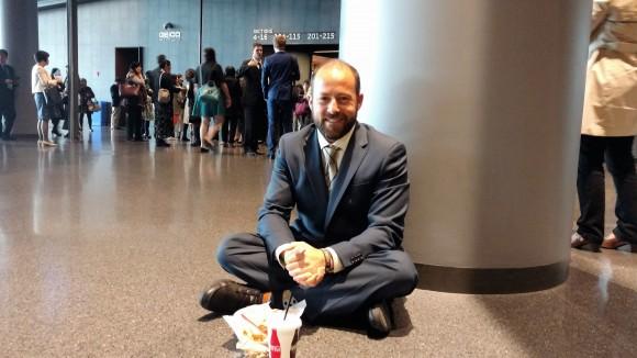Джо Кнокс, школьный учитель из Сан-Диего, посетил конференцию по обмену опытом Фалуньгун 15 мая. Он говорит, что Фалуньгун воодушевил его помогать другим. Фото: Matthew Robertson/Epoch Times