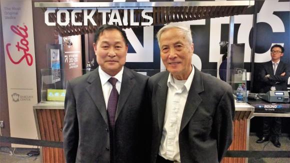 Чжун Гуйчунь (слева) и Йе Хао посещают конференцию по обмену опытом в Нью-Йорке 15 мая. Они были свидетелями начала преследования против Фалуньгун из Китая. Фото: Matthew Robertson/Epoch Times
