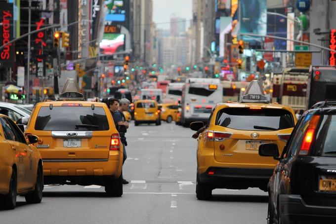 Добрый таксист спас тонущую женщину и сам стал жертвой