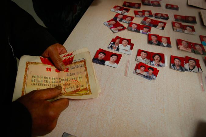 Свидетельства о разводе. Фото: via Visual China