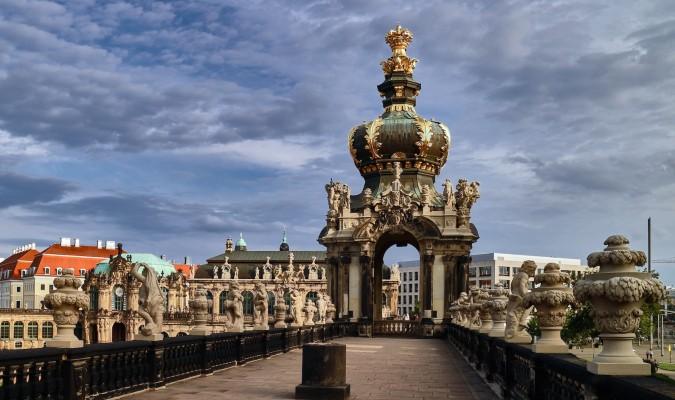 Цвингер окружает балюстрада со статуями длиной 60 метров. Фото: Charles Mahaux