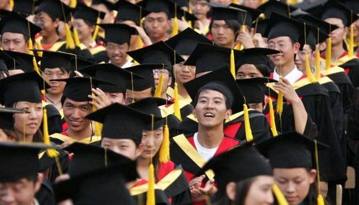 В Китае существуют сотни фальшивых вузов