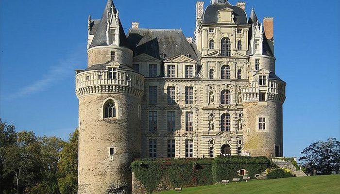 Замок Бриссак и призрак Зелёной Дамы (видео)