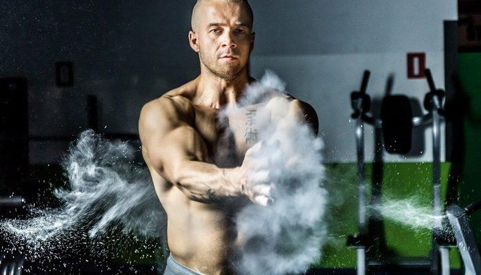 Мужчинам: наращиваем мышцы с помощью штанги и гантелей