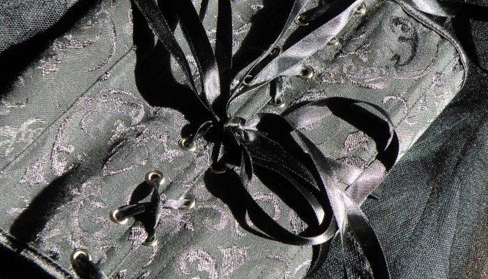 Красота требует жертв: история женских корсетов