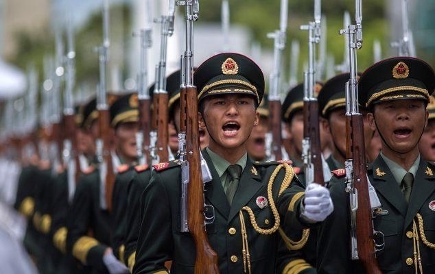 Военная реформа в Китае началась с увольнения 25 000 офицеров
