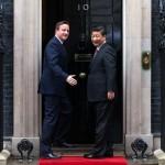 Премьер-министр Великобритании и Северной Ирландии Дэвид Кэмерон (слева) и лидер Китая Си Цзиньпин прибыли на Даунинг-стрит, 10, Лондон, 21 октября 2015 года. С выходом Британии из ЕС Китай теряет своего главного союзника в Европе. Фото: Carl Court/Getty Images