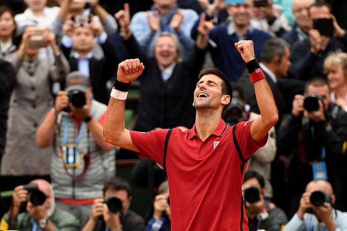 Сербский теннисист Новак Джокович впервые выиграл турнир Большого шлема во Франции. Фото: Dennis Grombkowski/Getty Images
