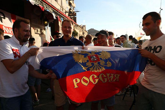 Российские болельщики на Евро-2016 по футболу, Марсель, Франция, 9 июня, 2016 год. Фото: Carl Court/Getty Images
