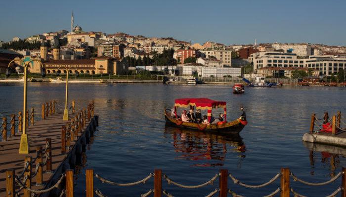 Число заразившихся COVID-19 в Турции возросло до пика последних месяцев