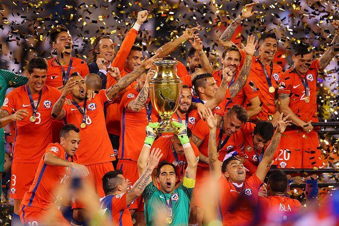 Сборная Чили по футболу выиграла Кубок Америки — 2016, 26 июня, США. Фото: Mike Stobe/Getty Images
