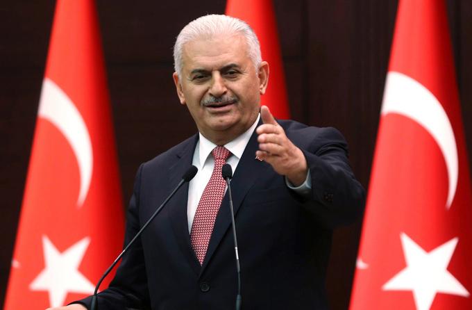 Премьер-министр Турции Биналы Йылдырым заявил, что турецкая сторона готова выплатить компенсацию за сбитый самолёт. Фото: ADEM ALTAN/AFP/Getty Images
