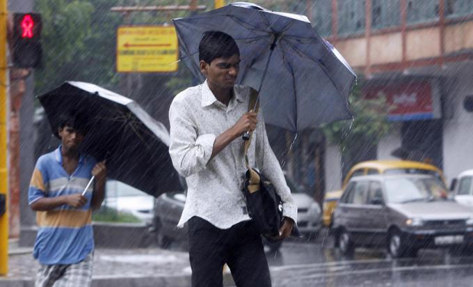 Сезон дождей в Индии часто сопровождается грозами. Фото: DESHAKALYAN CHOWDHURY/AFP/Getty Images