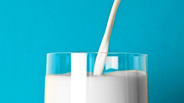 молоко, стакан