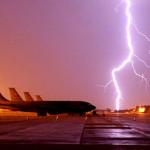 молния, самолет, грозовые вспышки