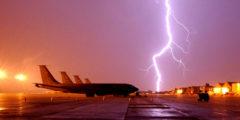 Грозовые вспышки облучают пассажиров самолётов
