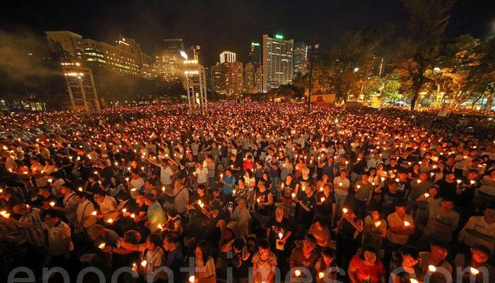 Более 120 тысяч жителей Гонконга провели акцию памяти жертв бойни на Тяньаньмэнь