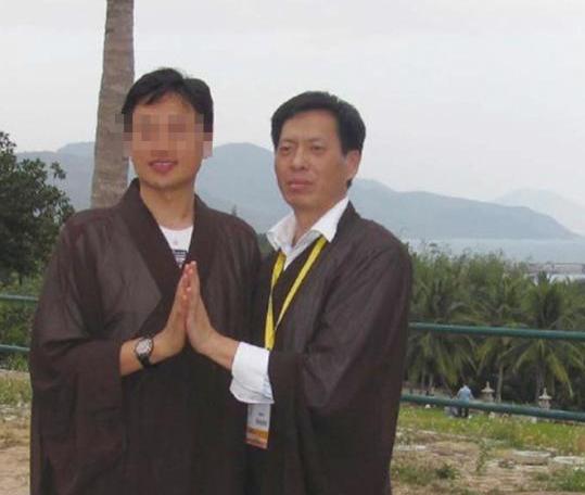 Чжан Цзяньюй (справа), научный руководитель Ли Пэна. Фото: via The Paper
