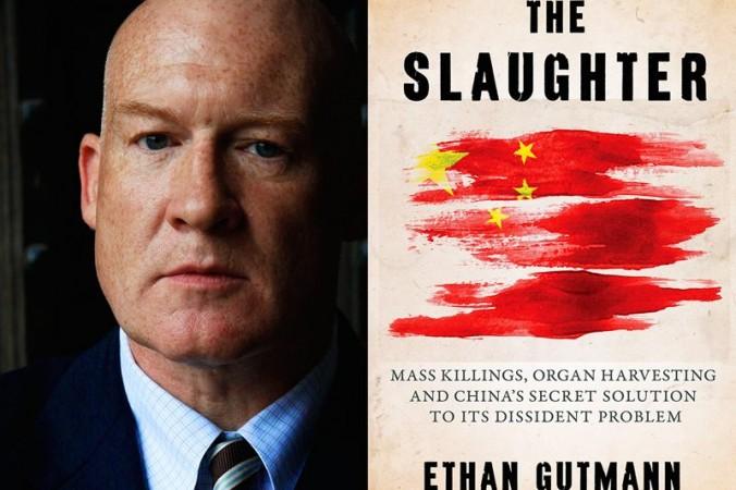 Этан Гутман и его книга «Бойня». Фото: Steve Ispas/Epoch Times