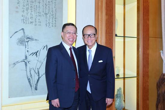 Хуан Цзефу (слева) и Ли Кашин. Фото: China News Online