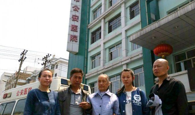 Почему супружеской паре пришлось бросить всё и бежать из Китая