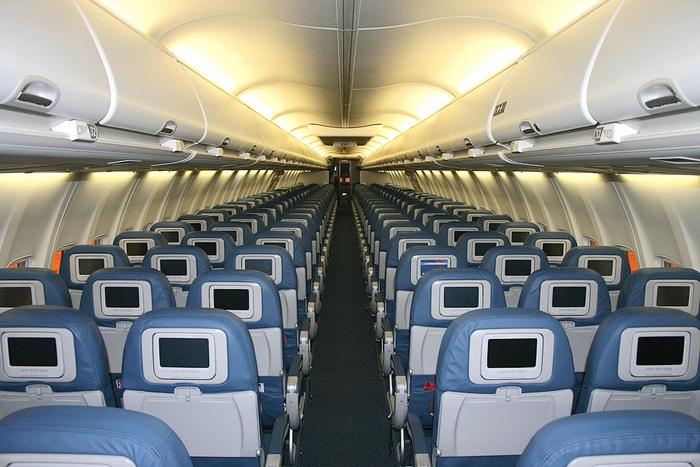 Салон Boeing 737-800. Фото: By N3744F_cabin1.jpg/en.wikipedia.org/Public Domain