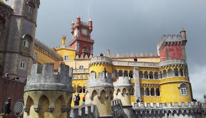 Достопримечательности Португалии: уникальная керамическая плитка ― азулежу