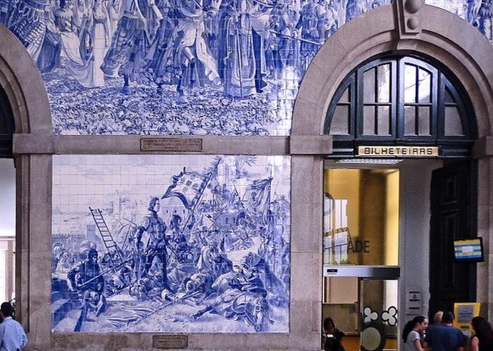 Фасад музея, облицованный картинами из азулежу. Португалия. Фото: uroburos/pixabay.com/CC0 Public Domain