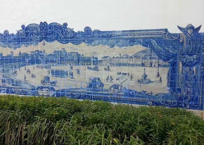 Фасад здания, облицованный картиной из азулежу. Португалия. Фото: paologhedini/pixabay.com/CC0 Public Domain