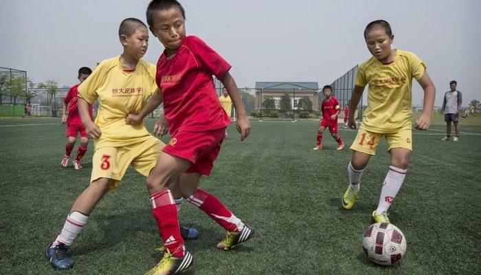 Зачем Китаю европейские футбольные клубы?