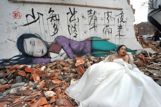 Невеста позирует для свадебного фото в Шанхае, 22 января 2015 г. Фото: VCG/VCG via Getty Images
